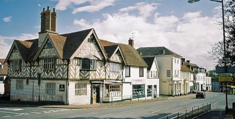 Southam, File source: http://commons.wikimedia.org/wiki/File:Market_Hill_-Southam_-Warwickshire.jpg
